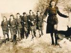 para-petugas-perempuan-yang-berjaga-di-kamp-ravensbrck.jpg