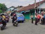 para-siswa-smp-di-kelurahan-sokanandi-banjarnegara-mengenakan-masker-sepulang-sekolah.jpg