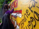 para-siswa-smp-n-5-purwanegara-banjarnegara-buat-seni-grafiti-dengan-tema-keberagaman.jpg