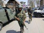pasukan-keamanan-india-berpatroli-di-wilayah-kashmir_20180402_222522.jpg