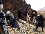 pasukan-taliban-saat-berpatroli-di-provinsi-ghazni_20150526_213553.jpg