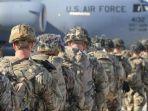 pasukan-terjun-payung-us-army-atau-angkatan-darat-amerika-serikat-dikerahkan-dari.jpg