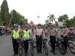 patroli-bersepeda-sat-sabhara-polres-kudus-ciptakan-rasa-aman-di-lokasi-car-free-day_20161127_142547.jpg