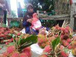 pedagang-buah-musiman-menjamur-di-sepanja.jpg
