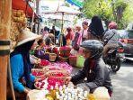pedagang-bunga-tabur-pasar-randusari.jpg