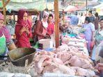 pedagang-daging-ayam-di-pasar-simongan-melayani-pembelinya_20180619_112355.jpg