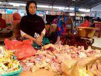 pedagang-daging-ayam-dipasar-bitingan-kabupaten-kudus-rabu-852019.jpg