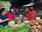 pedagang-dan-pembeli-di-pasar-karangayu-tertib-menggunakan-masker-saat-melaku.jpg