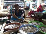 pedagang-ikan-di-pasar-bitingan-kabupaten-kudus-jawa-tengah-senin-2912018_20180129_142039.jpg