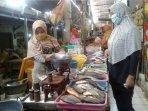 pedagang-ikan-di-pasar-trayeman.jpg