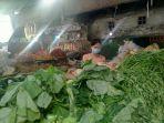 pedagang-sayur-di-pasar-karangayu-semarang-selasa-2262021.jpg