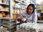 pedagang-telur-asin-oleh-oleh-tegal.jpg