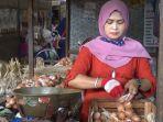pedagang-telur-di-pasar-bitingan-kabupaten-kudus.jpg
