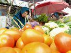 pedagang-tomat-pasar-peterongan.jpg