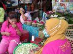 pedangang-bunga-pasar-randusari-semarang-peziarah-jelang-ramadan-2021.jpg