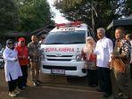 pejabat-pegadaian-dan-pmi-diy-menyerahkan-bantuan-ambulans-dengan-perlengkapannya.jpg