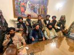 pejuang-taliban-menguasai-istana-kepresidenan-afghanistan-setelah-ashraf-ghani-pergi-dari-kabul.jpg