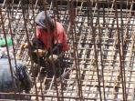 pekerja-menggarap-kerangka-baja-underpass-tol-sidorejo-salatiga_20161014_111826.jpg