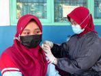 pelajar-di-smpn-1-ampelgading-kabupaten-pemalang-saat-mengikuti-vaksinasi-covid-19.jpg