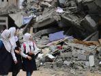 pelajar-palestina-di-gaza-menyaksikan-bangunan-yang-dihancurkan.jpg