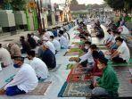 pelaksanaan-salat-id-di-masjid-darul-muttaqin-batang-jumat-3172020.jpg
