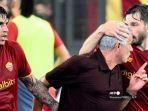 pelatih-as-roma-portugal-jose-mourinho-kanan-melakukan-selebrasi.jpg