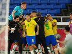 pemain-brasil-merayakan-gol-malcom-kontra-spanyol-di-final-olimpiade-tokyo-2020.jpg