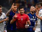 pemain-inter-dan-atalanta-berdebat-dengan-wasit-italia-fabio.jpg
