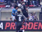 pemain-persib-hariono-kiri-ciro-henrique-piala-presiden-2019-di-stadion-si-jalak-harupat.jpg