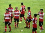 pemain-senior-madura-united-slamet-nurcahyo-tengah.jpg