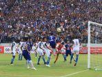 pemain-sepakbola-psis-semarang-bayu-nugroho-di-stadion-moch-soebroto-kota-magelang_20181104_165033.jpg