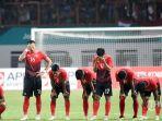 pemain-timnas-indonesia-meratapi-kekalahannya-melawan-uae_20180905_082453.jpg