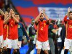 pemain-timnas-spanyol-memberikan-tepuk-tangan-kepada-suporter_20180912_133410.jpg