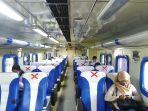 pembatasan-tempat-duduk-di-dalam-kereta-api-saat-tengah-berhenti-di-stasiun-tawang-bebe.jpg