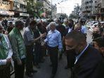 pemimpin-tertinggi-hamas-di-gaza-yehiyeh-sinwar-tengah-memberikan-penghormatan.jpg