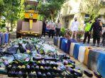 pemusnahan-ratusan-botol-miras-dari-pada-jumat-752021.jpg