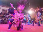 penampilan-tari-topeng-ireng-sekar-mulyo-asri-di-festival-kampung.jpg