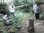 peneliti-dari-perancis-dan-dari-arkeolog-nasional-meneliti-artefak-di-bumiayu-brebes_20180418_215632.jpg
