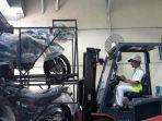 pengangkutan-sepeda-motor-honda-crf-untuk-diekspor.jpg