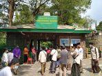 pengunjung-memasuki-loket-i-grojogan-sewu-kecamatan-tawangmangu-kabupaten-karanganyar.jpg