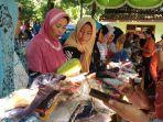 pengunung-padati-bazar-ramadan-di-desa-getassrabi-kecamatan-gebog.jpg