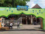 pengurus-takmir-masjid-raya-al-falah-sragen-tan-gerbang-masjid.jpg