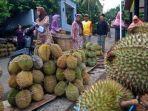 penjual-durian-di-pasar-doro-kabupaten-pekalongan.jpg