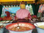 penjual-petis-bumbon-di-pasar-kuliner-depan-masjid-agung-semarang.jpg