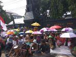 penolak-pabrik-semen-gelar-aksi-solidaritas-payung_20161223_155613.jpg