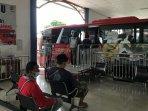 penumpang-bus-di-terminal-bawen.jpg