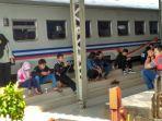 penumpang-kereta_20171015_095013.jpg