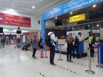 penumpang-saat-akan-boarding-pass-di-pintu-masuk-penumpang-stasiun-daop-5-purwokerto.jpg