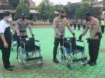 penyerahan-bantuan-kursi-roda-dari-rs-ksh-untuk-polres-pati-dan-polsek.jpg