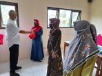 penyerahan-bantuan-olahan-ikan-untuk-ibu-hamil-dan-menyusui-di-desa-candin.jpg